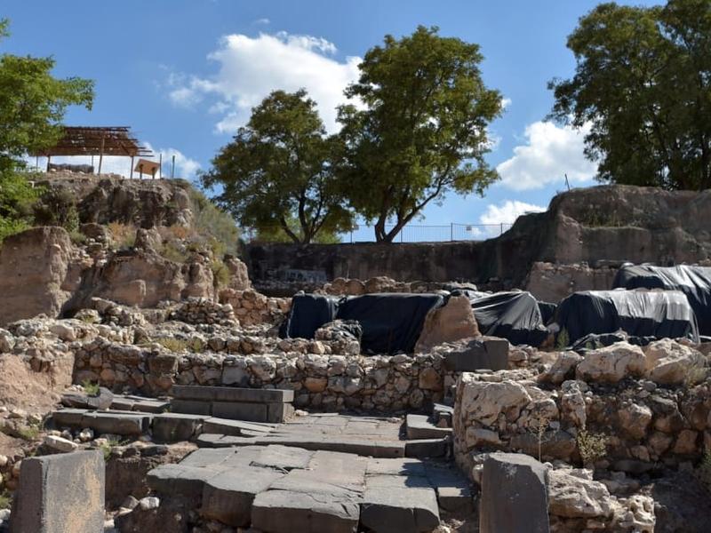 Palácio em Hazor, local atingido por terremoto séculos antes de Cristo, na região da Galileia. (Foto: Haaretz)