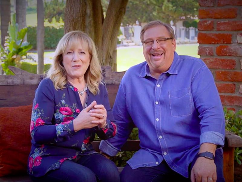 Rick e Kay iniciaram a Igreja Saddleback em Lake Forest, na Califórnia, em 1980. (Foto: Reprodução/Youtube)