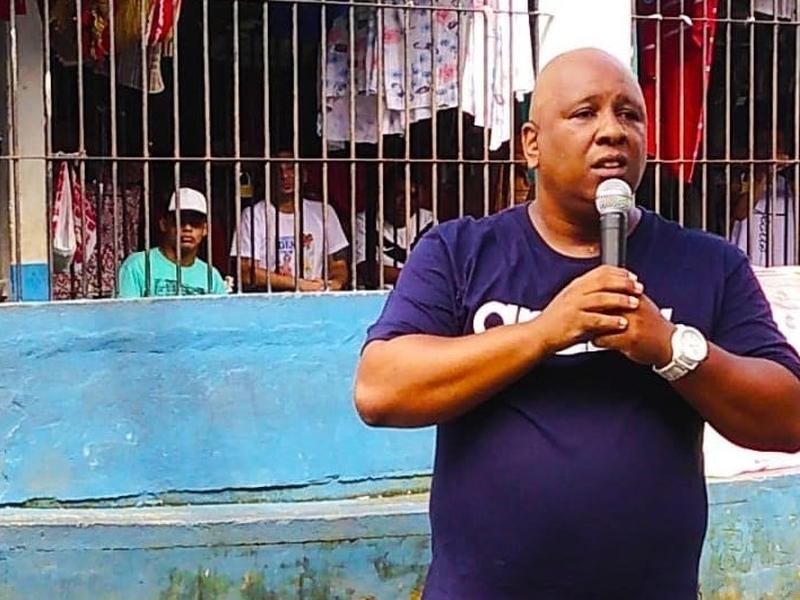 MC Dentinho prega e canta para detentos em presídio do Pará. (Foto: Divulgação)