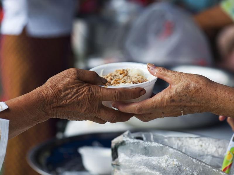 Estudo diz que organizações missionárias mais novas focam mais na ação social do que evangelismo. (Foto: iStock)