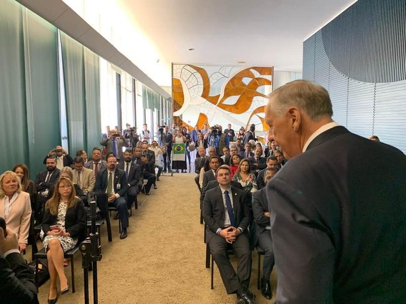 Pastor Ralph Drollinger fala a parlamentares no lançamento do Capitol Ministries no Brasil. (Foto: Facebook/Deputado Silas Câmara)