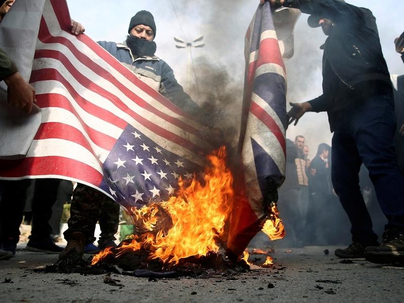 Manifestantes protestam no Irã contra a morte do general Qassem Soleimani no Iraque. (Foto: West Asia News Agency/Nazanin Tabatabaee via Reuters)