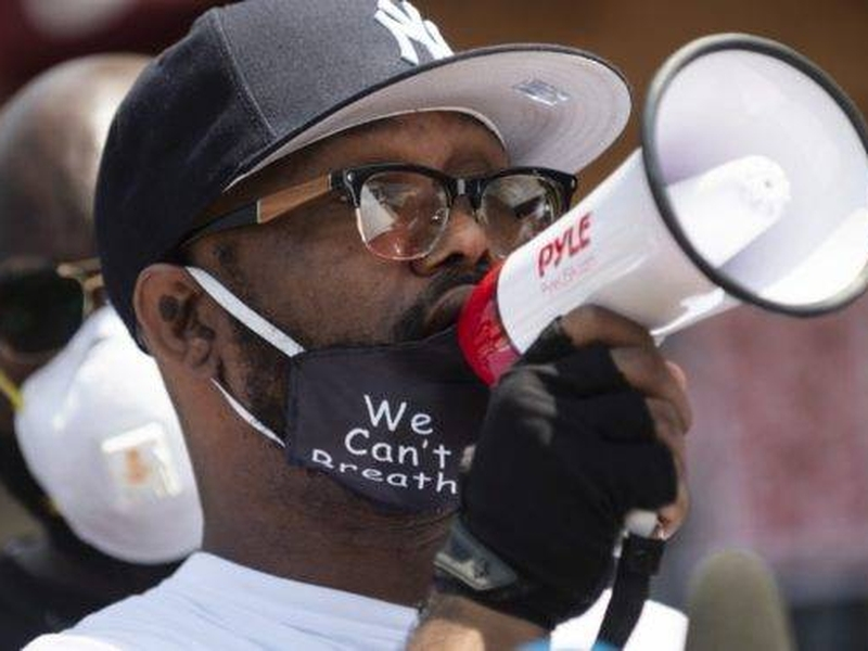 Terrence Floyd saiu às ruas para pedir que os protestos violentos em razão da morte de seu irmão, George Floyd parassem. (Foto: Stephen Maturen/ Getty Images/ AFP)
