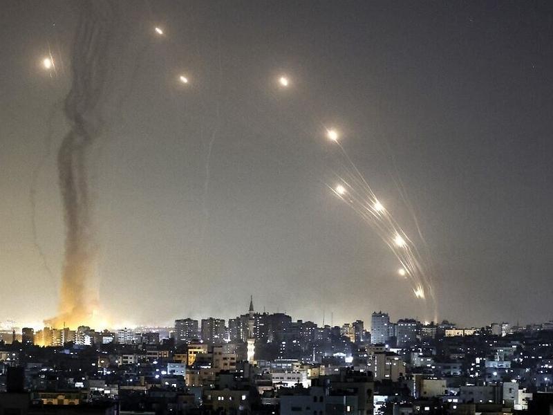 Foguetes são lançados em direção a Israel da Cidade de Gaza em 11 de maio de 2021. (Foto: Mahmud Hams/AFP)
