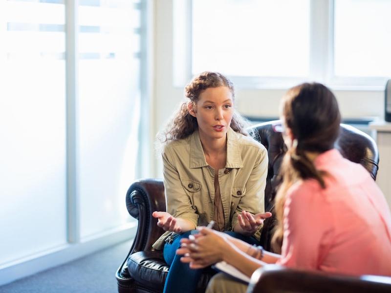 Muitos não enxergam cristãos como bons ouvintes para falar sobre fé. (Foto: iStock)