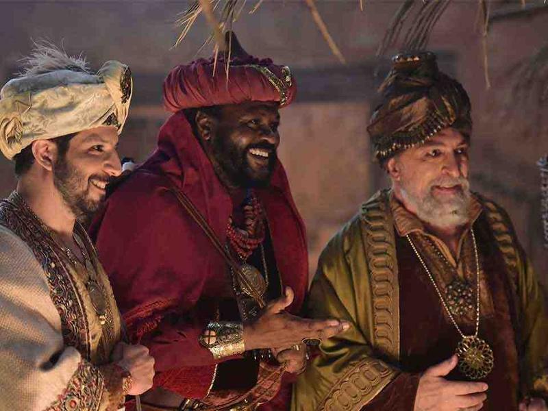 Cena de novela da Record, na qual Jesus recebe a visita dos Reis Magos. (Imagem: Rede Record)