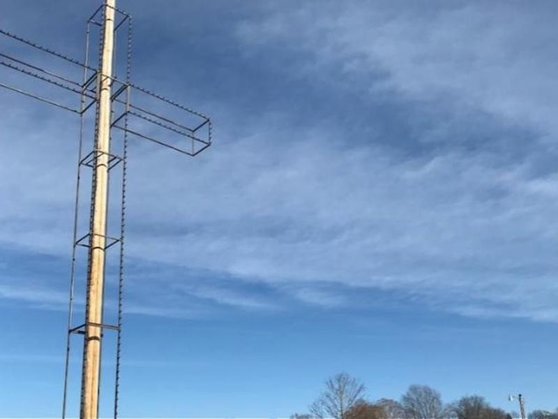 Cruz em parque de cidade americana é motivo de embate entre ateístas e habitantes cristãos de Osark. (Foto: Nick Viviani)