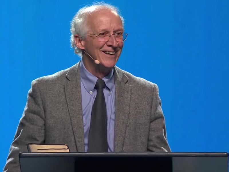 John Piper prega na Conferência The Gospel Coalition, realizada em abril de 2019. (Foto: Reprodução/TGC)