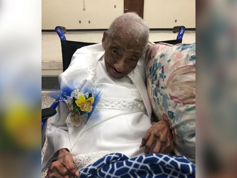 Ruth Hilliard acredita que sua longevidade está relacionada à sua fé em Deus. (Foto: Reprodução/WTVD)