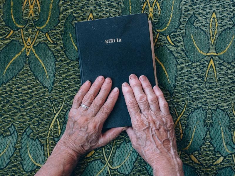 Bíblia também foi o livro mais lido em 2020. (Foto: Raul Petri/Unsplash)