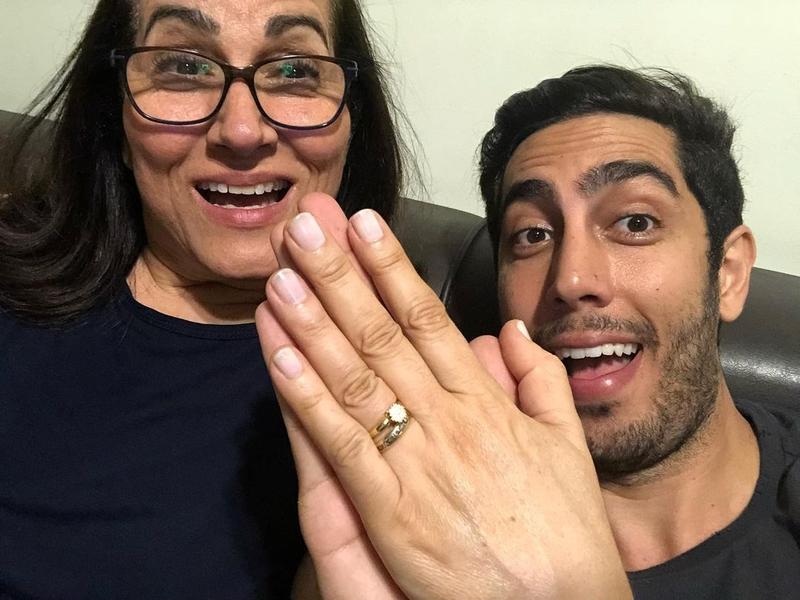 Jonathan Nemer e sua mãe, Sara Nemer. (Foto: Instagram/Jonathan Nemer)
