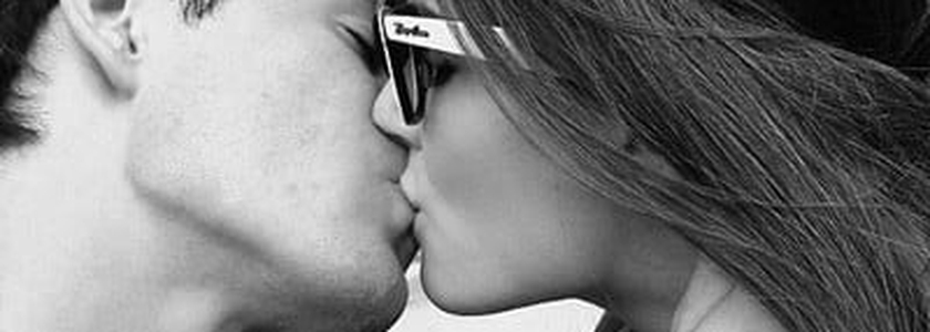 Casal se beijando _ imagem ilustrativa
