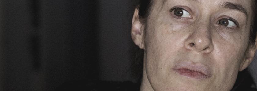 Einat Falbel interpretando Solange, em cenas do filme Metanoia.