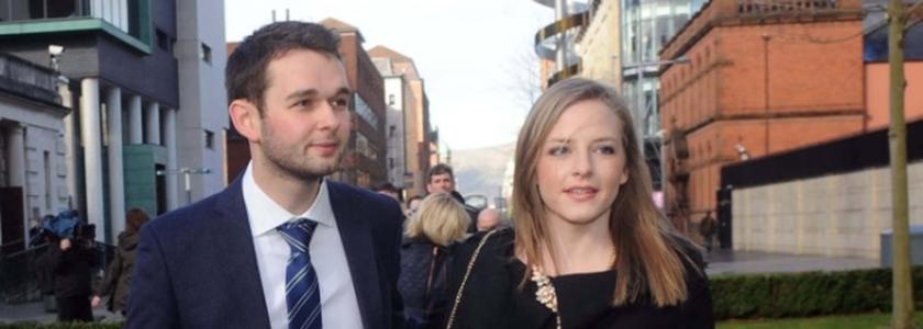 Daniel MacArthur e sua esposa Amy trabalham na gerência da Confeitaria Ashers e tiveram sua empresa penalizada por crime de homofobia.