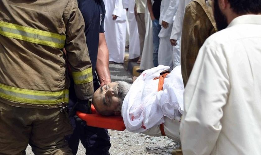 Explosão, de autoria do Estado Islâmico, deixou mortos em mesquita xiita Al-Imam al-Sadeq. (AP)