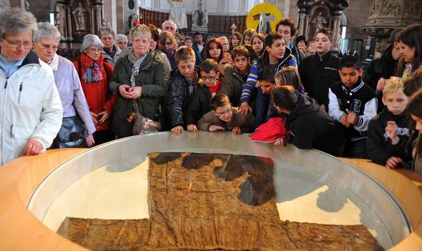A Santa Túnica só é mostrada ao público a cada 50 anos. (Foto: Wikipedia)