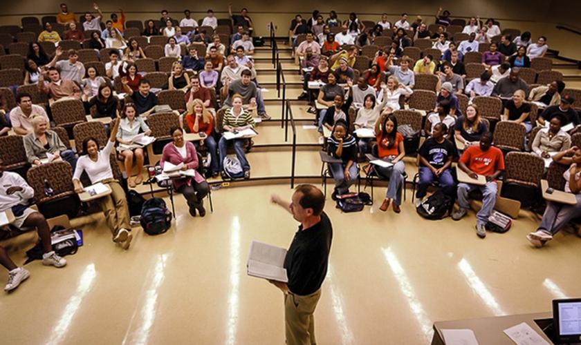 Imagem ilustrativa. Professor é investigado por ensinar a diferença biológica entre homens e mulheres. (Foto: Reprodução)