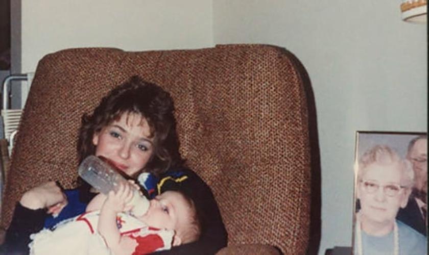 Valerie Gatto cuando era bebé en los brazos de su madre, Theresa.  (Foto: Archivo personal)