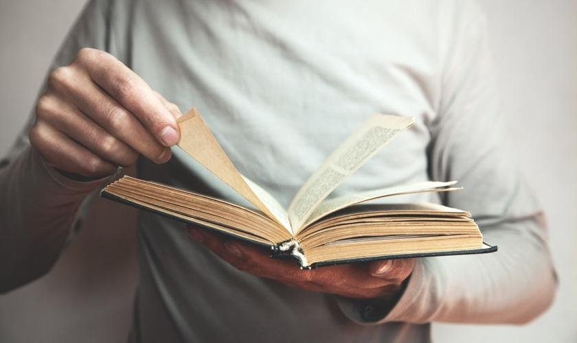 Apenas um terço dos evangélicos que frequentam uma igreja lê a Bíblia todos os dias. (Foto: Getty Images)