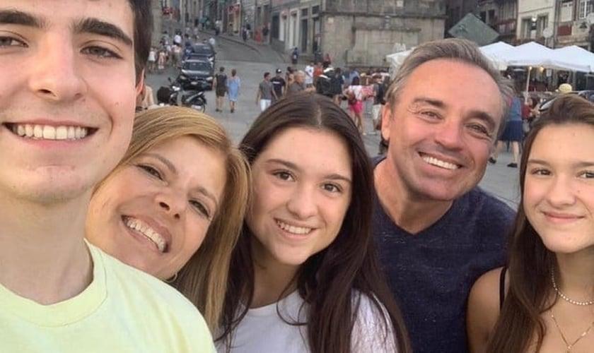 Gugu Liberato com a esposa, Rose, e os filhos João Augusto, Sofia e Marina. (Foto: Reprodução/Instagram)