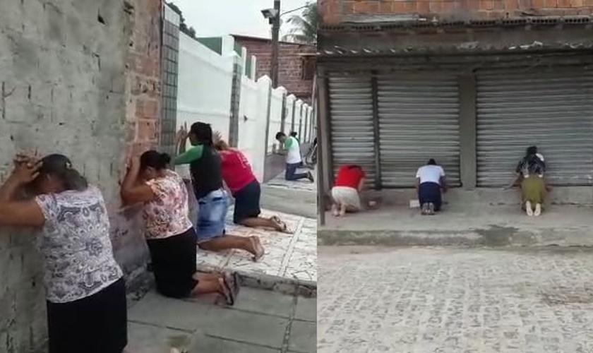 Homens e mulheres intercederam nas ruas do município de Abreu e Lima, em Pernambuco. (Foto: Reprodução)