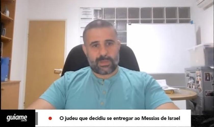 Fabio Schucman é judeu e se entregou a Jesus após 5 anos de estudo bíblico na casa de um amigo cristão. (Imagem: Guiame / Reprodução)