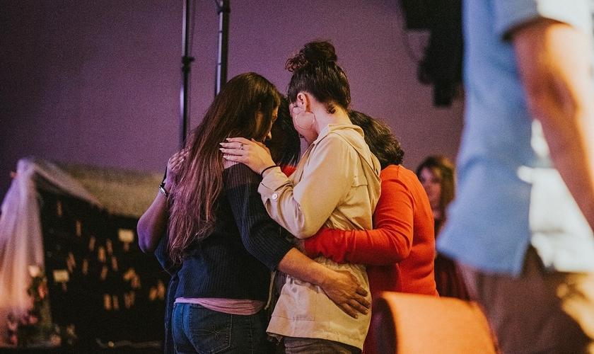 Mulheres no evento Love Overcomes, promovido em fevereiro de 2020. (Foto: Facebook/Lavished Ministries Inc)
