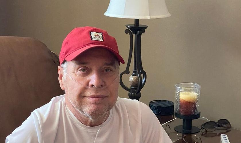 Bob Dawson, sobrevivente de um quadro grave de Covid-19. (Foto: Kristy Bock/Neuse News)