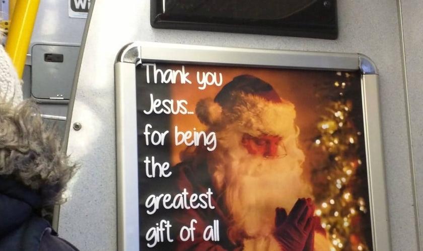 """O anúncio traz a mensagem: """"Thank you Jesus for being the greatest gift off all"""" (""""Obrigado Jesus, por ser o maior presente de todos"""", em tradução). (Foto: Fireglod/ Imgur)"""