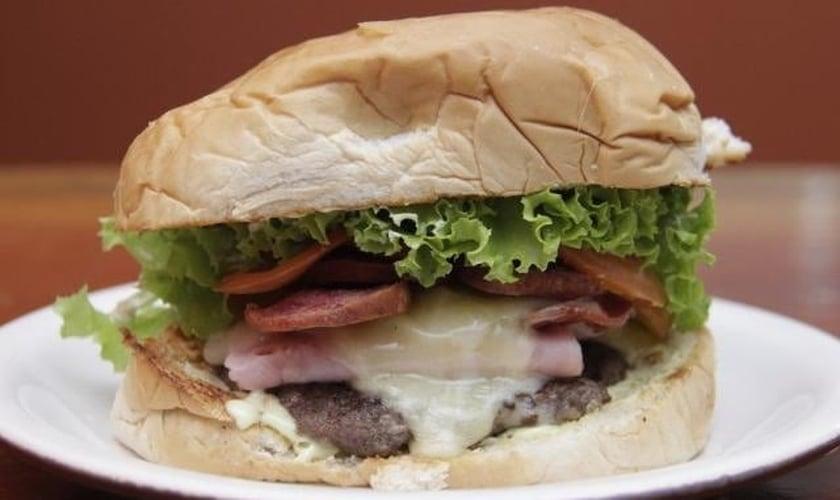 O X-Pentecostal é um sanduíche apimentado, pela animação de um espírito quente. (Foto: Alan Nantes)