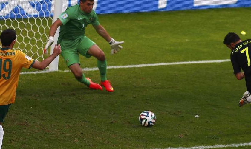 David Villa abre placar para a Espanha em jogo contra a Austrália, na Arena da Baixada, em Curitiba
