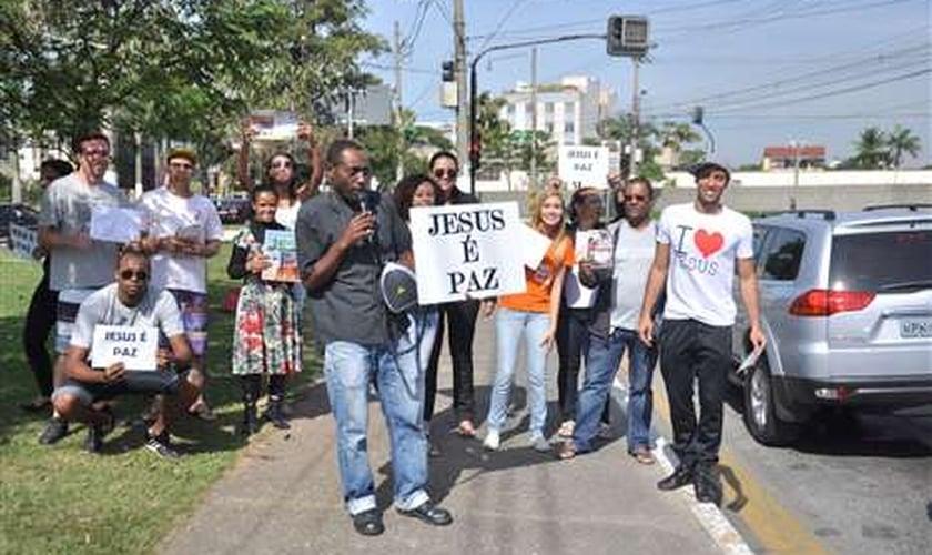 Agressão contra evangélico motiva protesto em Volta Redonda (RJ)