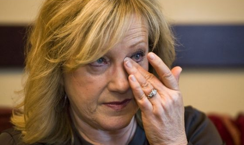 """""""Não me peçam para superar mais rápido do que posso"""", diz esposa de Rick Warren sobre suicídio do filho"""