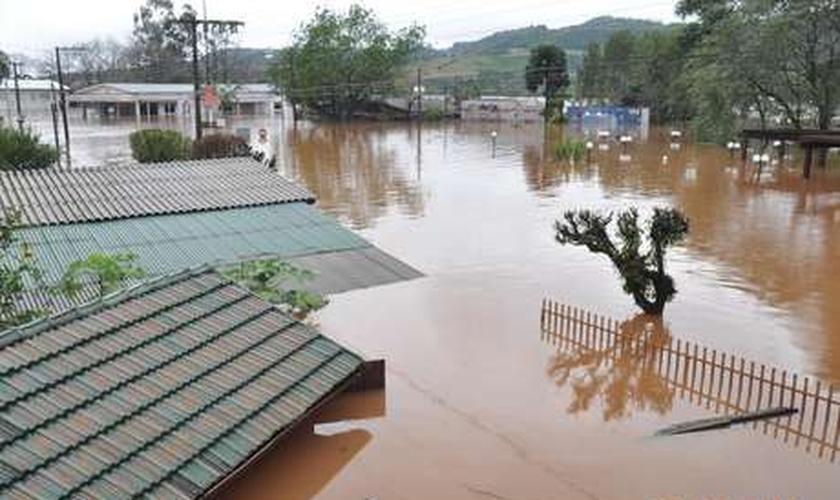 Chuva intensa deixa cidades de Santa Catarina em estado de emergência