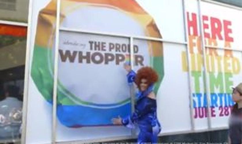 """Nos Estados Unidos, Burger King lança """"Whopper gay"""""""
