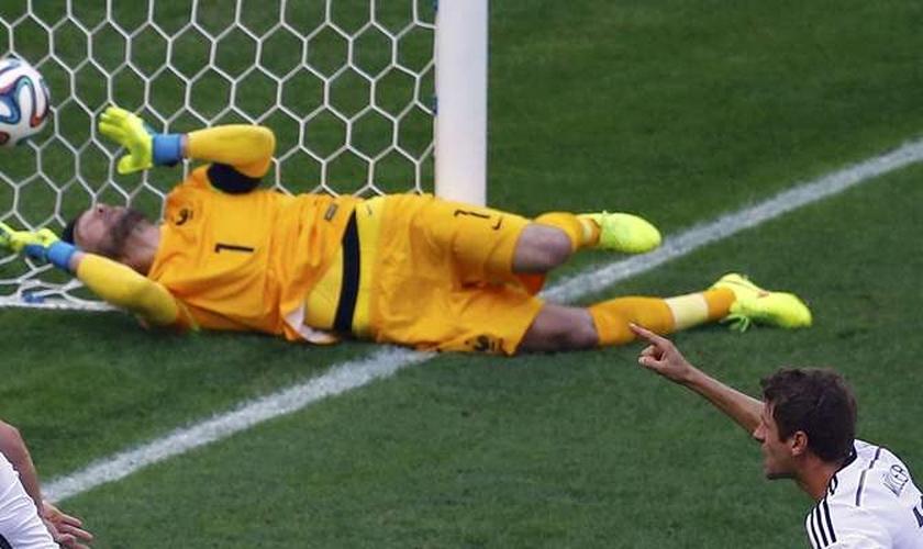 Gol de Hummels no começo do jogo deu classificação à Alemanha