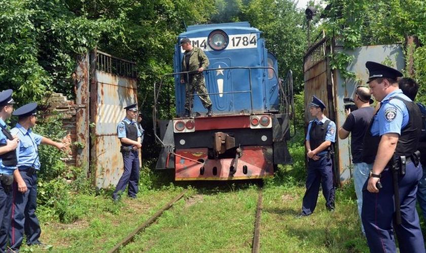 Trem levando 280 corpos resgatados do local do acidente do voo MH17 chega a Kharkiv, na Ucrânia