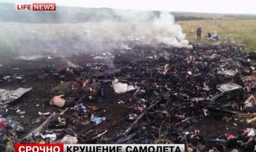 Exército ucraniano entra em cidades próximas à queda de avião malaio