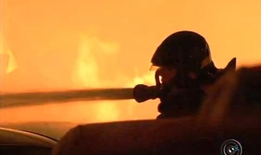 Bombeiros de Jundiaí e Itatiba levaram mais de 4 horas para controlar as chamas