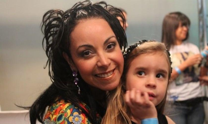 """Cristina Mel comenta novo CD infantil: """"Chama as crianças para integrar o exército de Cristo"""""""