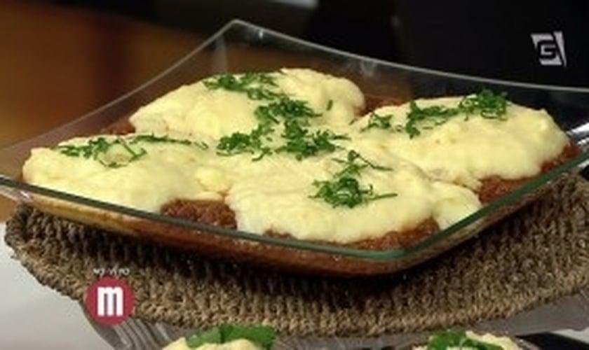 Purê de queijo cremoso a bolonhesa