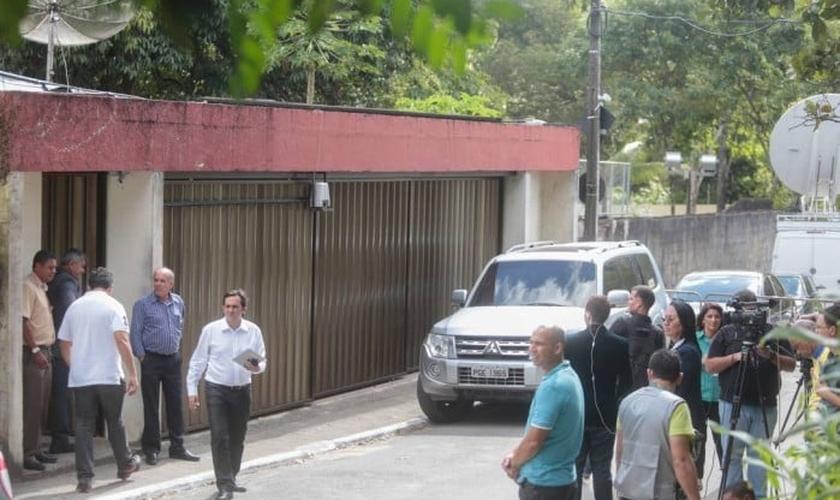 Casa da família de Eduardo Campos, no bairro Dois Irmãos, em Recife: visita de amigos e familiares e presença constante da imprensa na porta