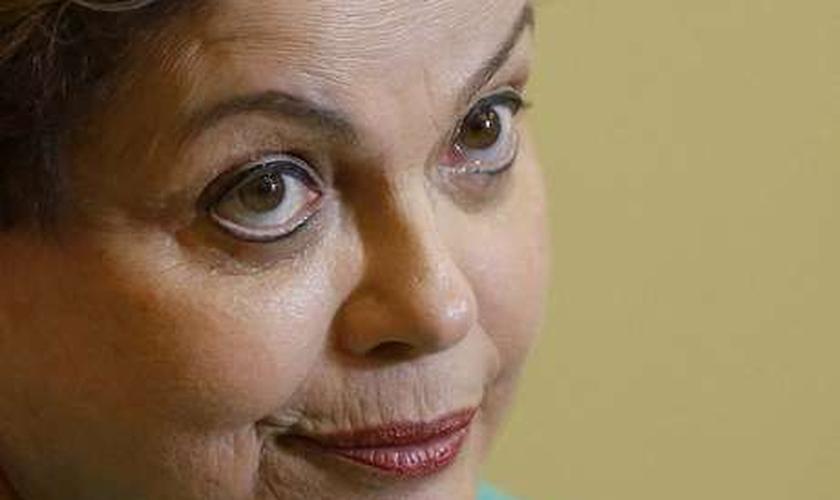 Em entrevista, Dilma afirma que irá lutar pela aprovação do PLC 122; assista