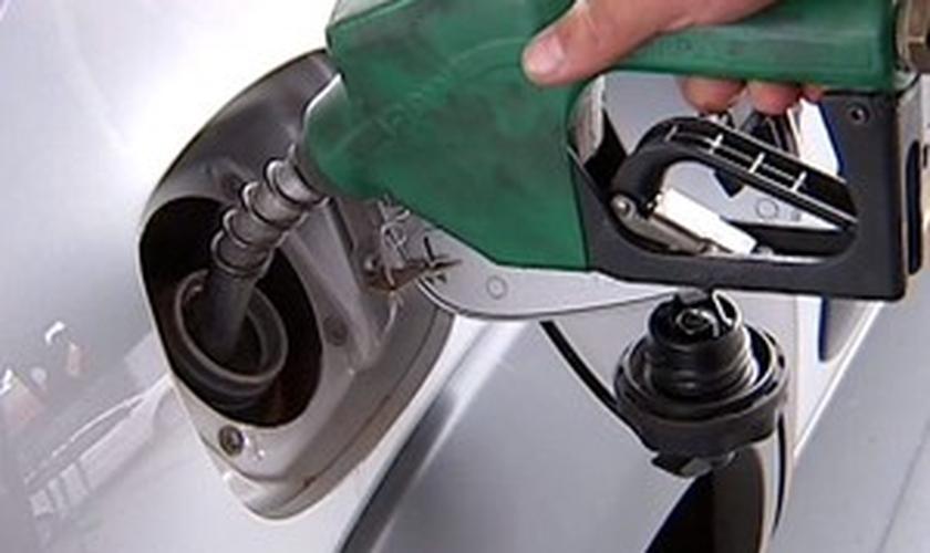 Preço da gasolina deve subir neste ano