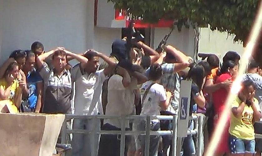 Cerca de 20 clientes foram feitos reféns em Apuí