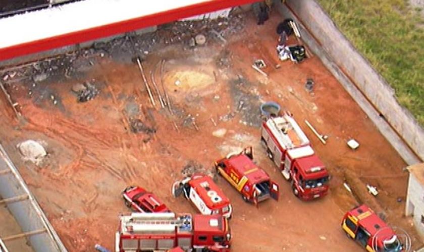 Desabamento de laje deixou mortos em Guarulhos, segundo os bombeiros