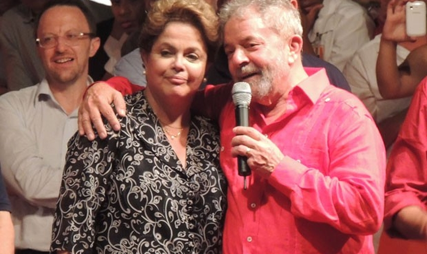 Lula com a presidente Dilma Rousseff durante comício no Recife