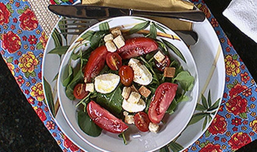 Salada de Rúcula e Agrião com Muçarela de Búfala