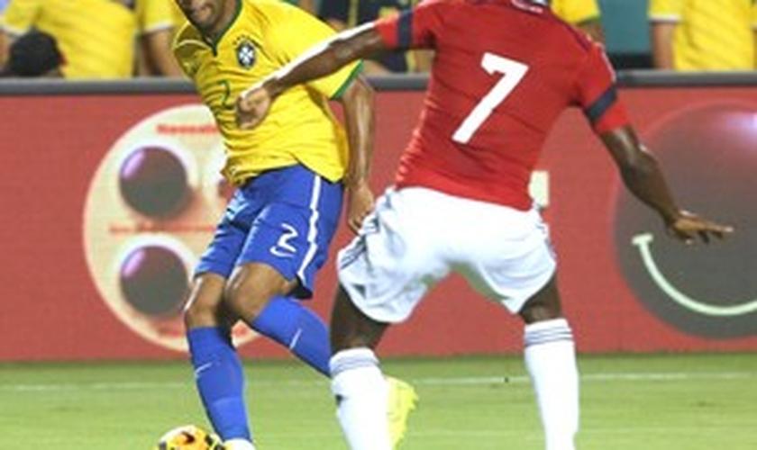 Maicon jogou a partida contra a Colômbia na última sexta-feira
