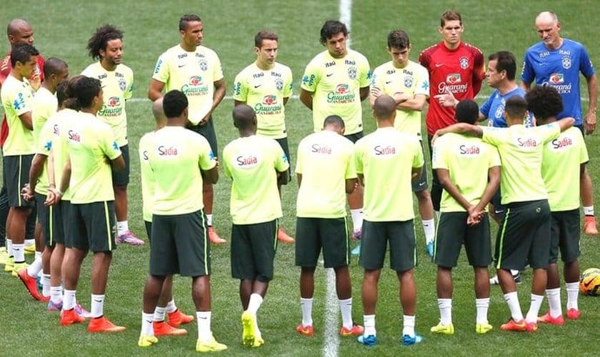 Dunga terá nesta terça nova chance de observar na prática a seleção brasileira
